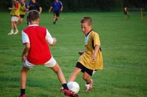 Adolescente esportista pode ter dor e inchaço nos joelhos!