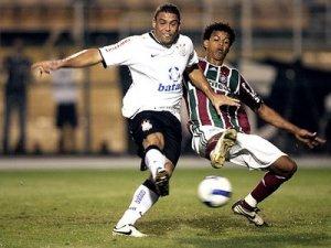 """O """"carrinho"""" do futebol pode causar lesões ligamentares!"""